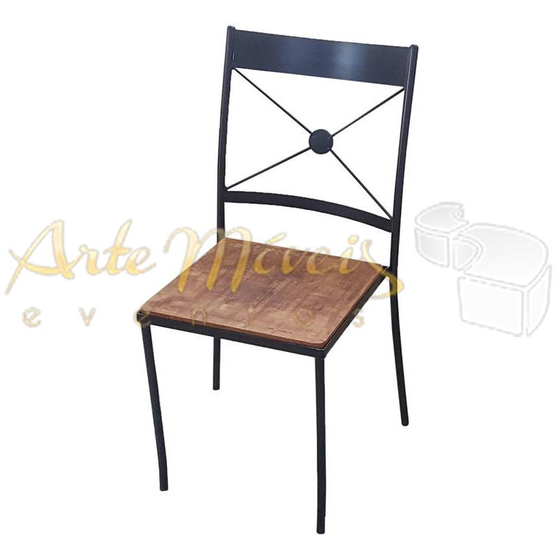 Cadeira Retrô Ferro Preta com Assento em Madeira de Demolição