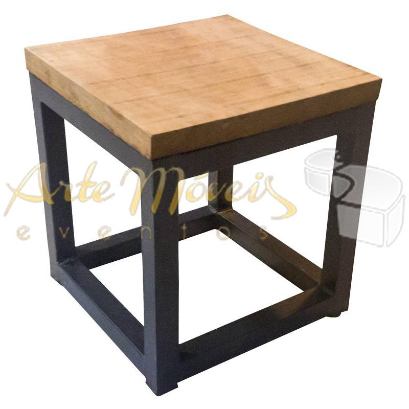 Pufe ferro e madeira 40 x 40